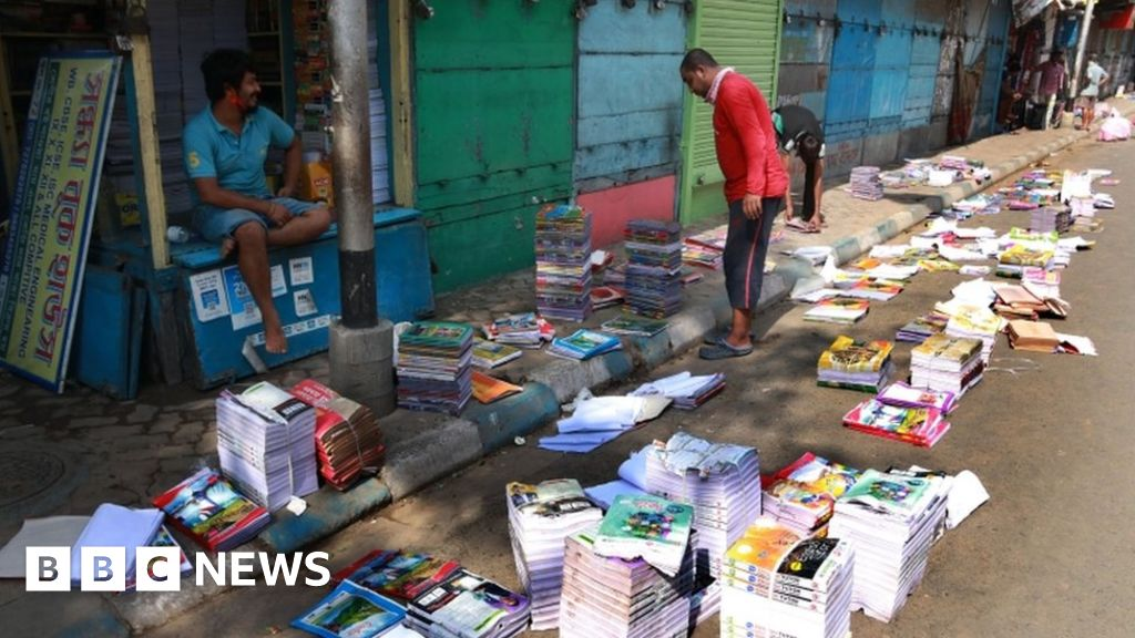 India's Kolkata city rallies to help its booksellers