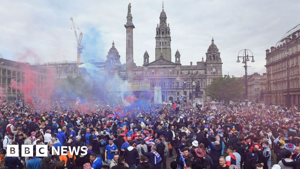 Rangers crowds march on Glasgow city centre after title win