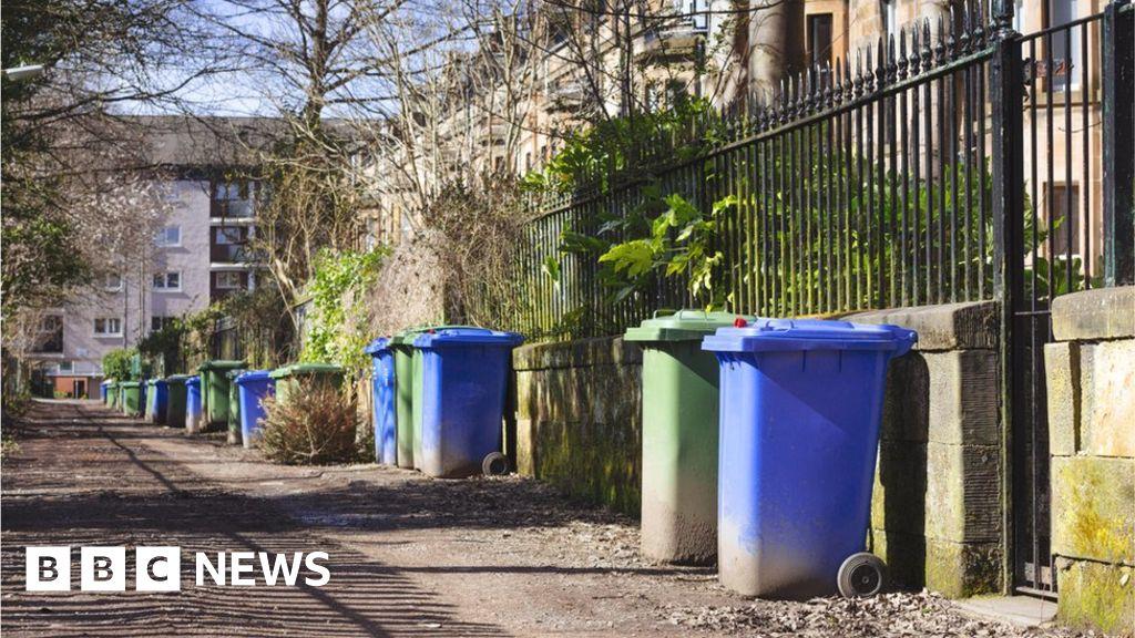 Glasgow bin workers confirm strike during COP26