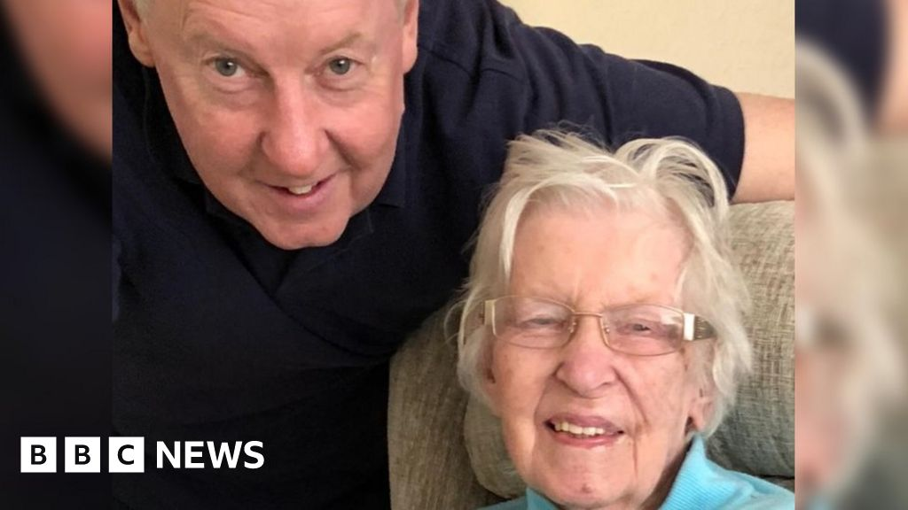 Welsh Ambulance Service crew dropped woman, 89, off at wrong house