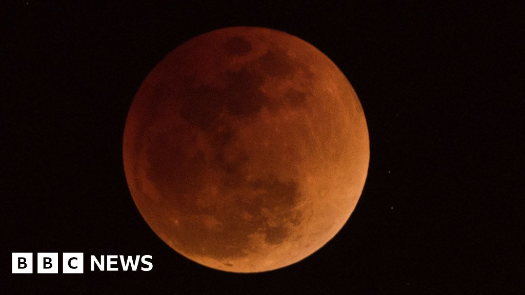 What time is the blood moon 2018 tonight? How to see it and why super moon turns red