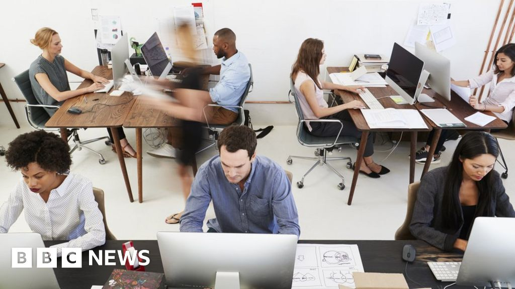 Open-plan office workers 'more active'