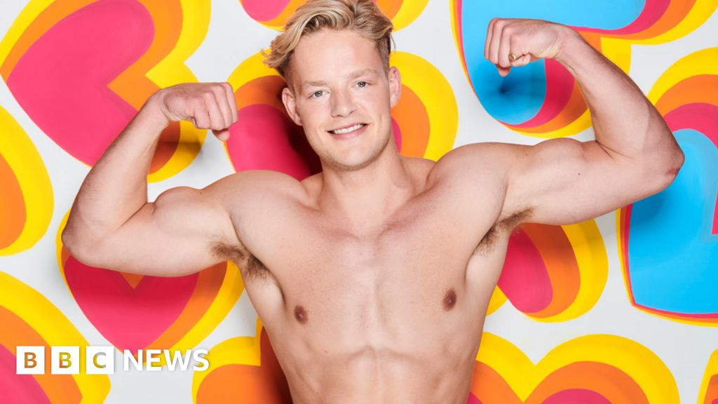 Love Island: Ollie Williams quits the villa because he 'loves someone else'