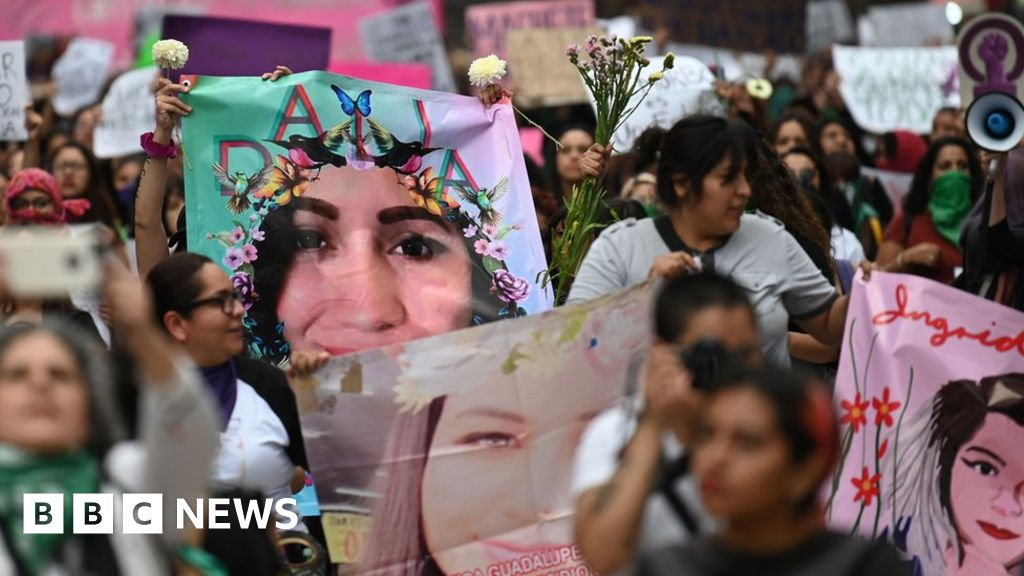 Ingrid Escamilla: Hundreds protest against woman's brutal murder thumbnail