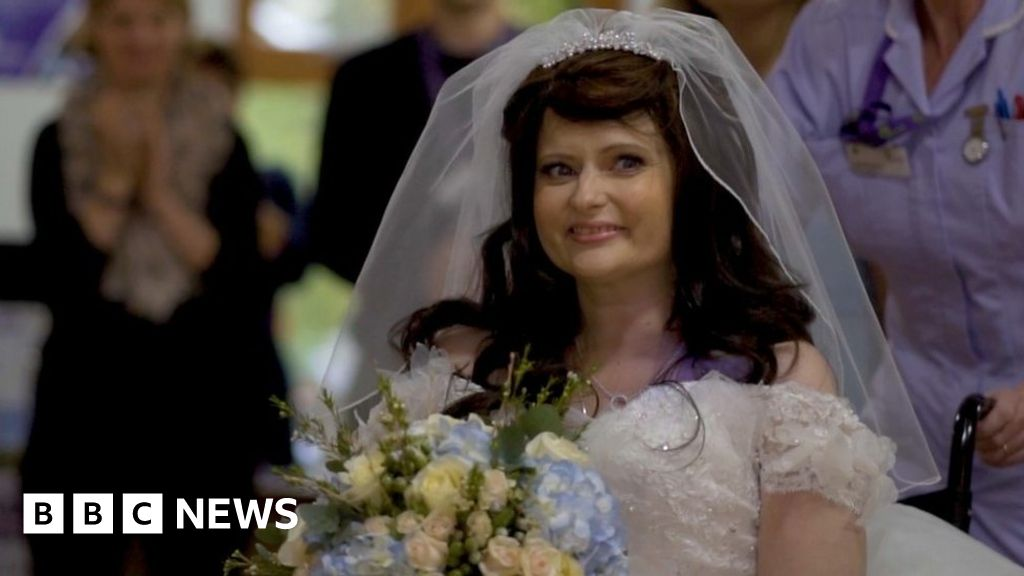 Dying Woman S Wedding Wish At Berkhamsted Hospice Answered Bbc News
