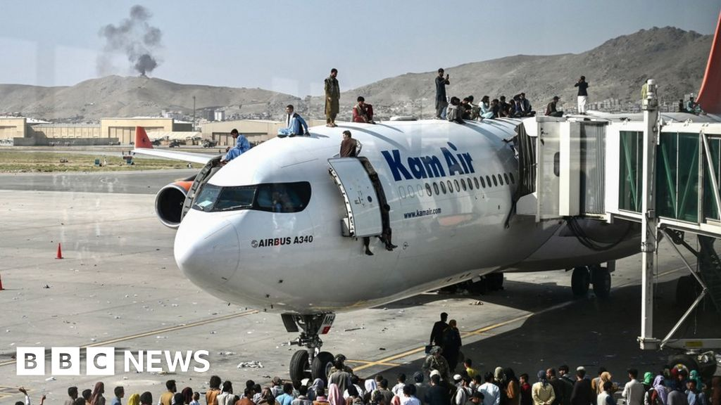 Afghanistan: US takes control of Kabul airport to evacuate staff