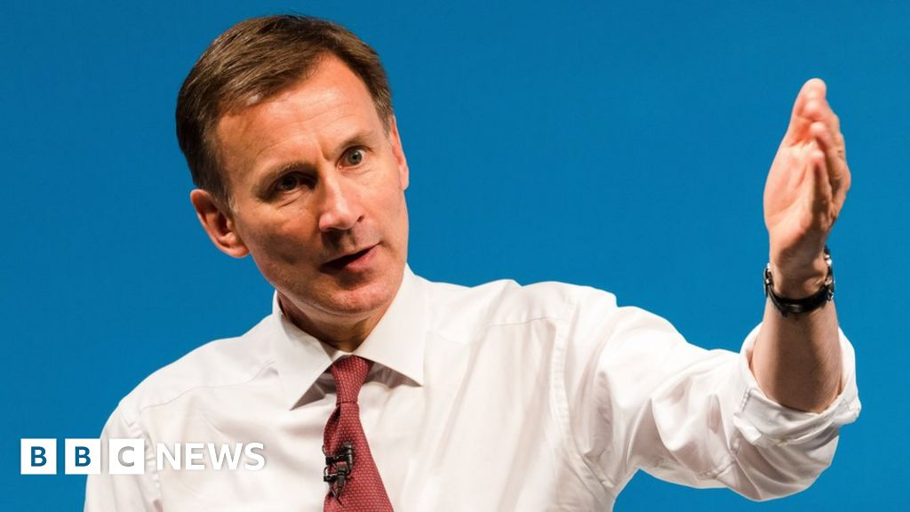 Hunt in bid to ease Iran nuclear deal tensions thumbnail
