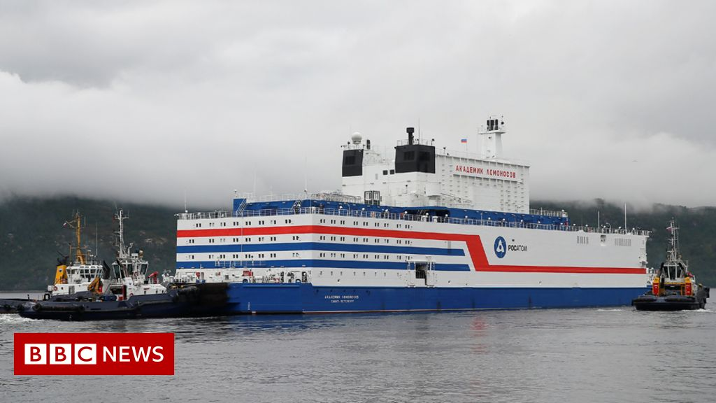 Russia floating nuclear power station sets sail - BBC News