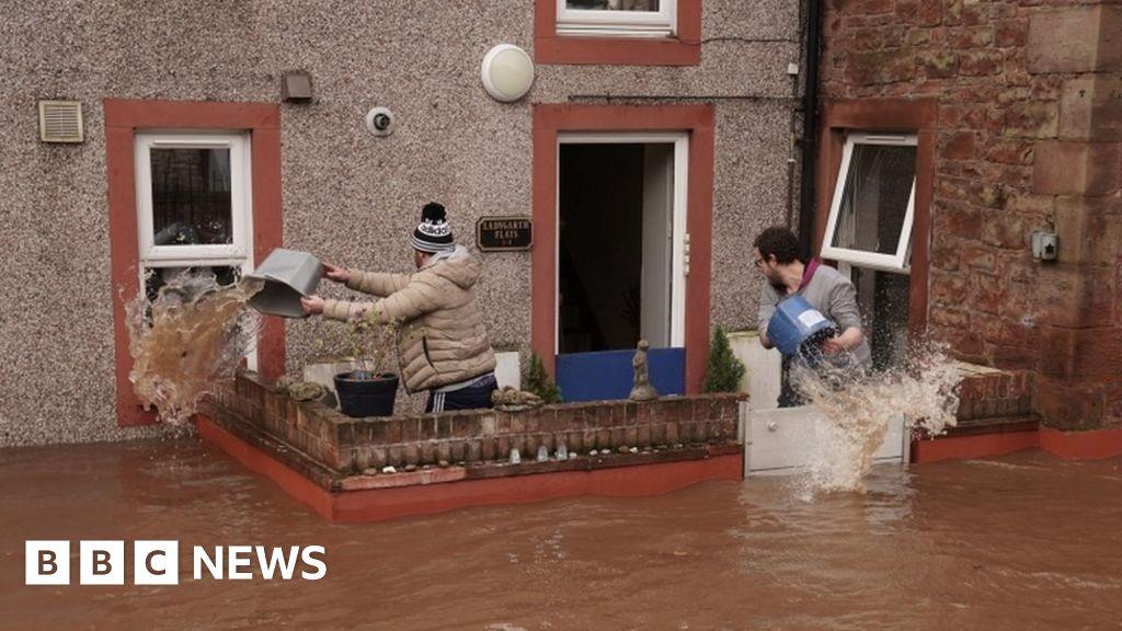 Coastal floods warning in UK as sea levels rise
