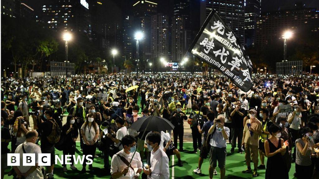 Hong Kong: thousands defy ban to attend Tiananmen vigil