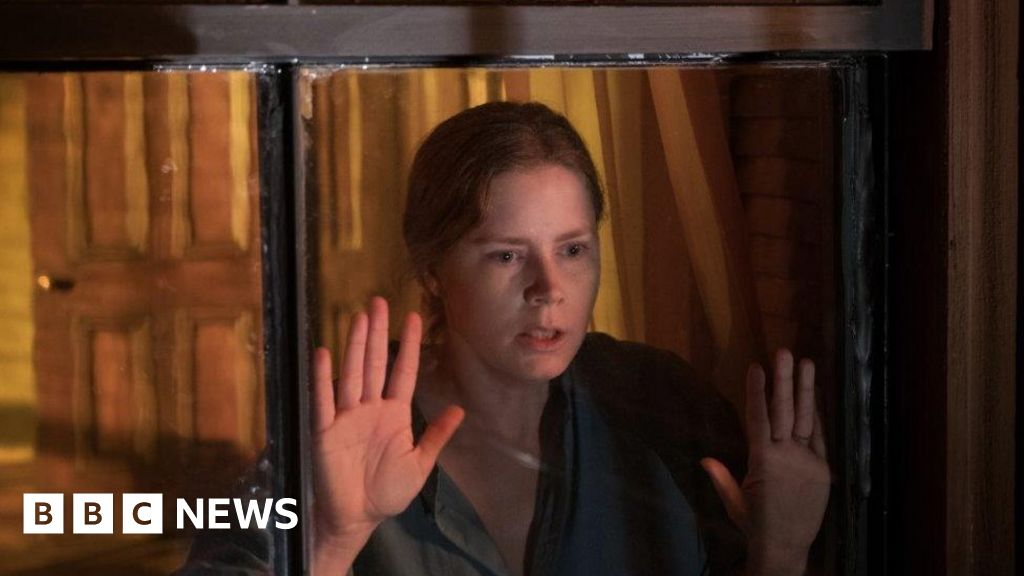 Critics close curtains on The Woman in the Window