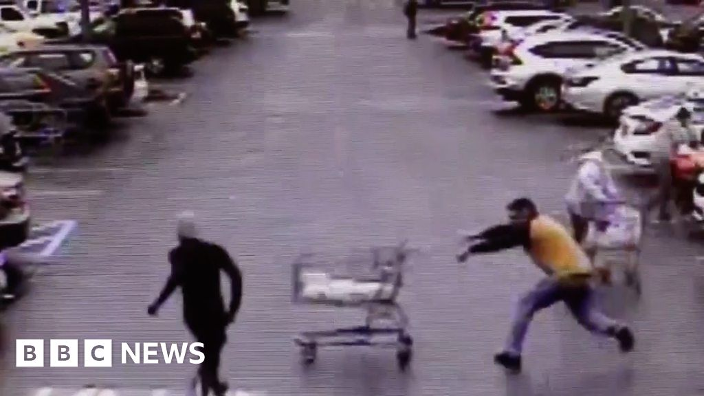Quick-thinking customer knocks shoplifter off his feet