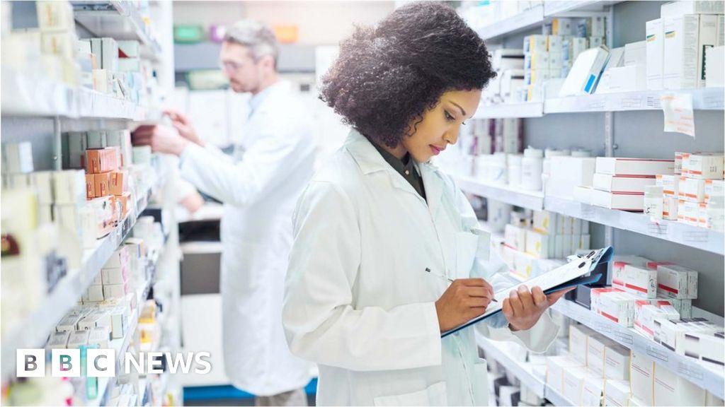 Government urges post-Brexit drug stockpiles