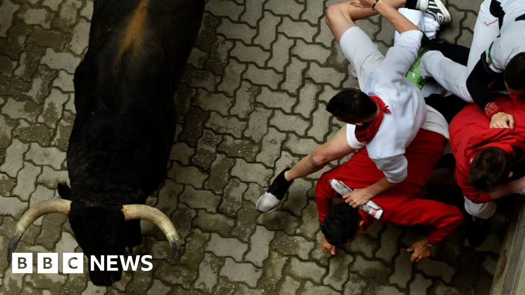 Pamplona police force eat-and-run Italians to pay bill ...