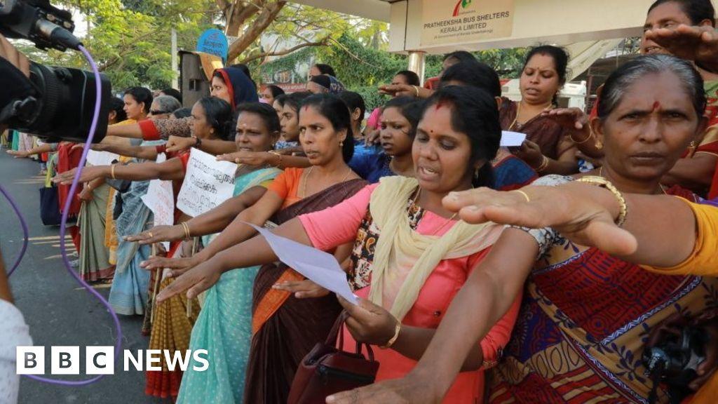 Sabarimala temple: Indian women form '620km human chain' for