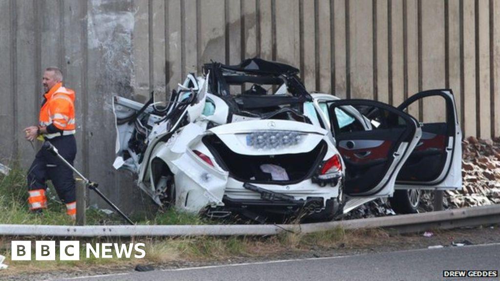 Oldham men identified as Gretna motorway crash victims - BBC News
