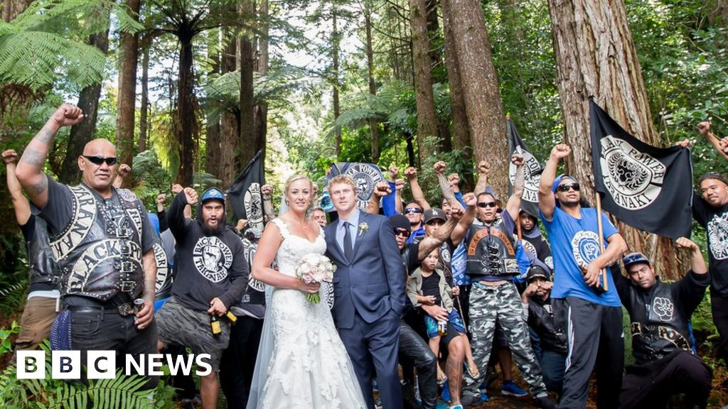 Penembakan New Zealand Pinterest: Black Power Wedding Photo Goes Viral In New Zealand