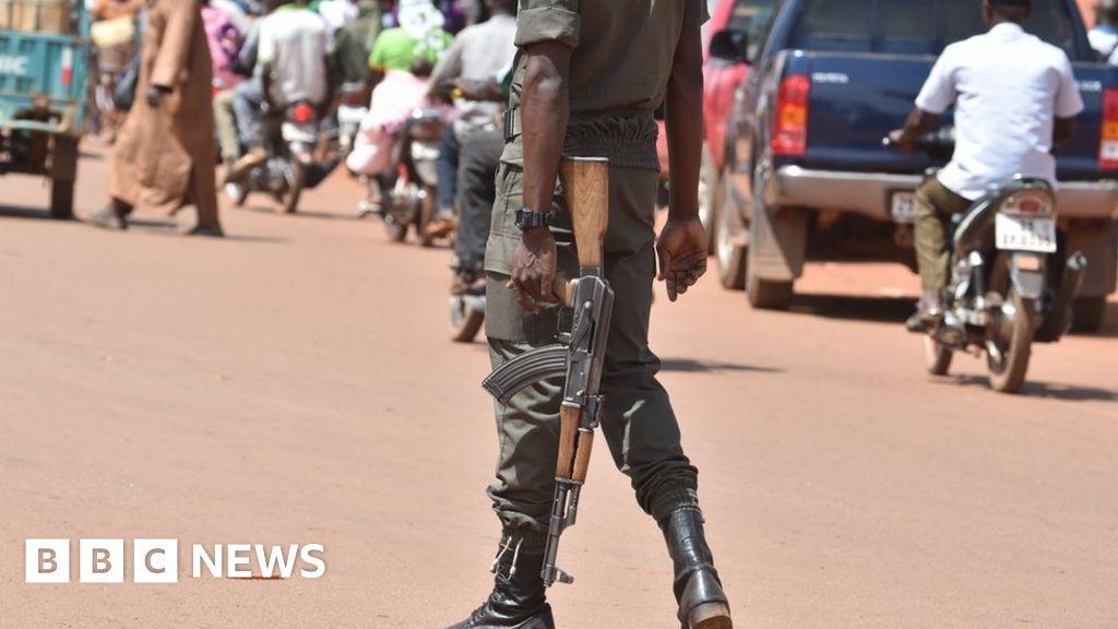 Burkina Faso gunmen 'kill 20 at cattle market' in Kompienga thumbnail