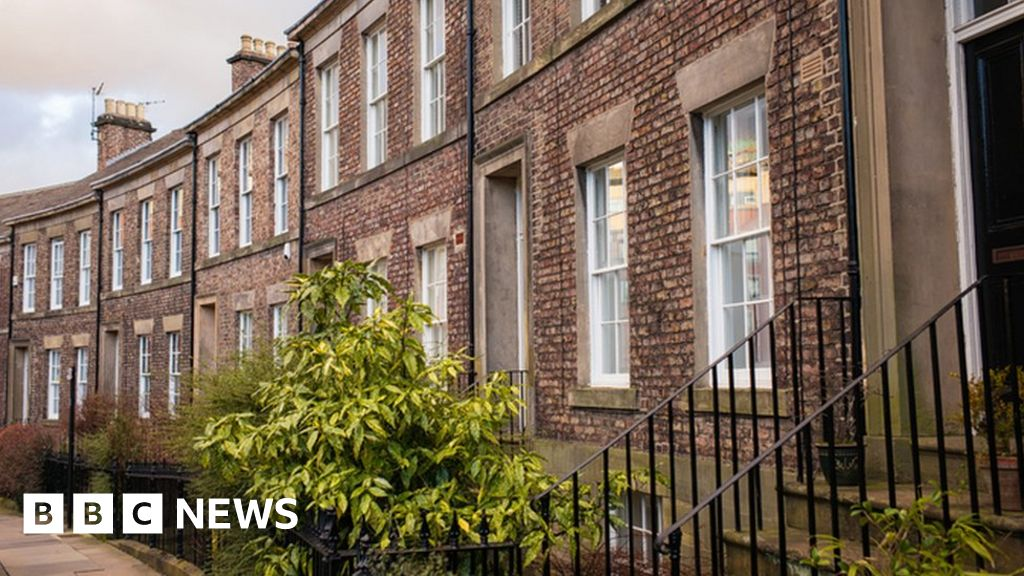Mid-earners 'locked out of buying a home'