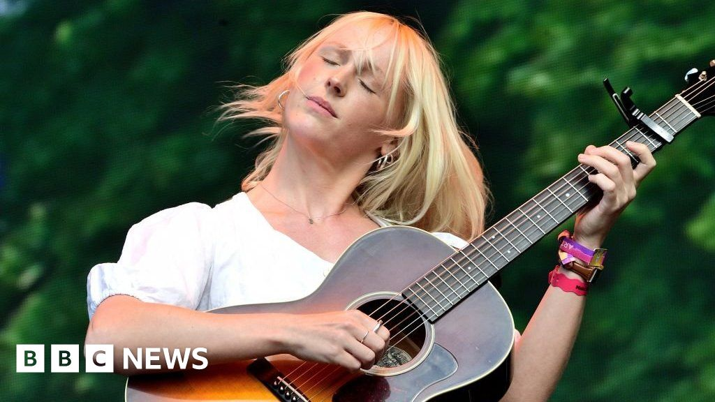 Laura Marling I Was In Danger Of Being Bored Of Myself Bbc News