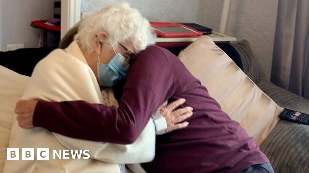 Pair married for more than 70 years reunited after hospital stay thumbnail