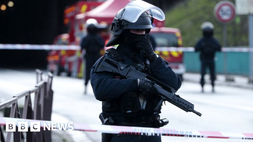 Attacker shot dead after fatal stabbing near Paris
