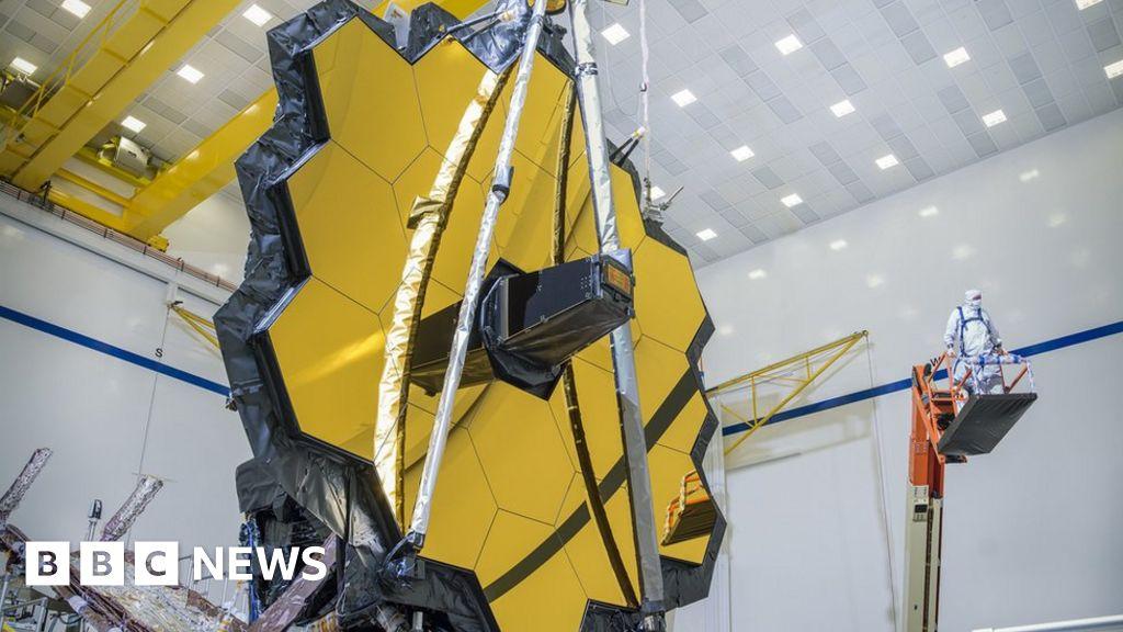 James Webb Space Telescope's golden mirror in final test - BBC News