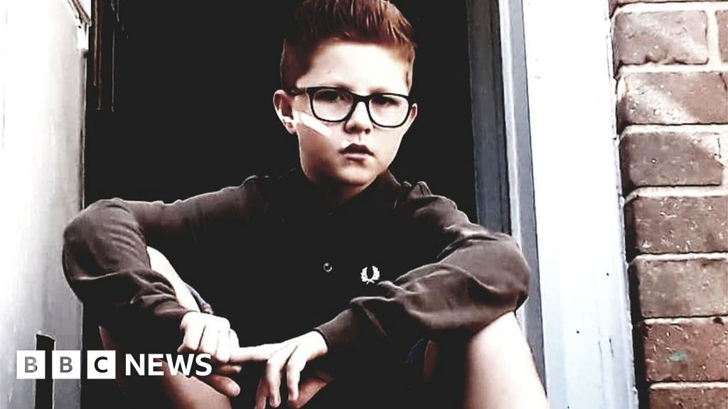 Ginger-haired boy writes poem to bullies who told him he should die - BBC  News