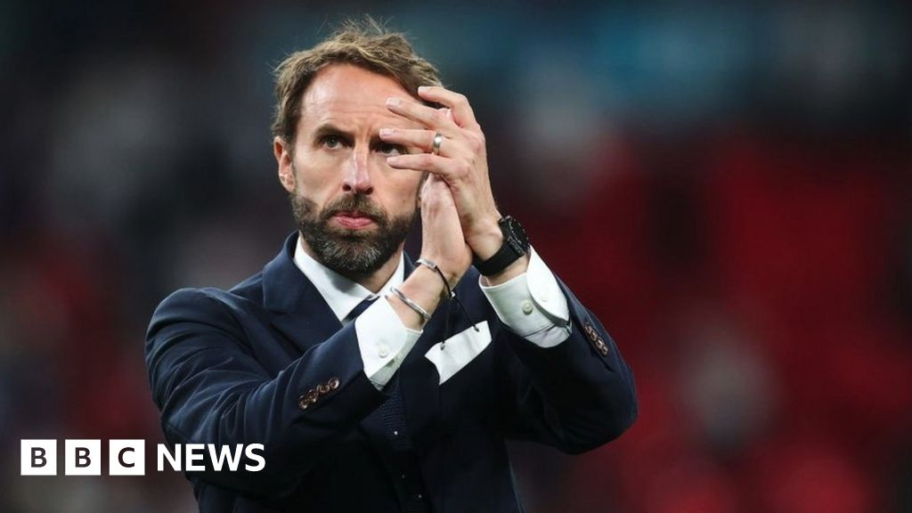 Covid: Gareth Southgate urges young people to have jab