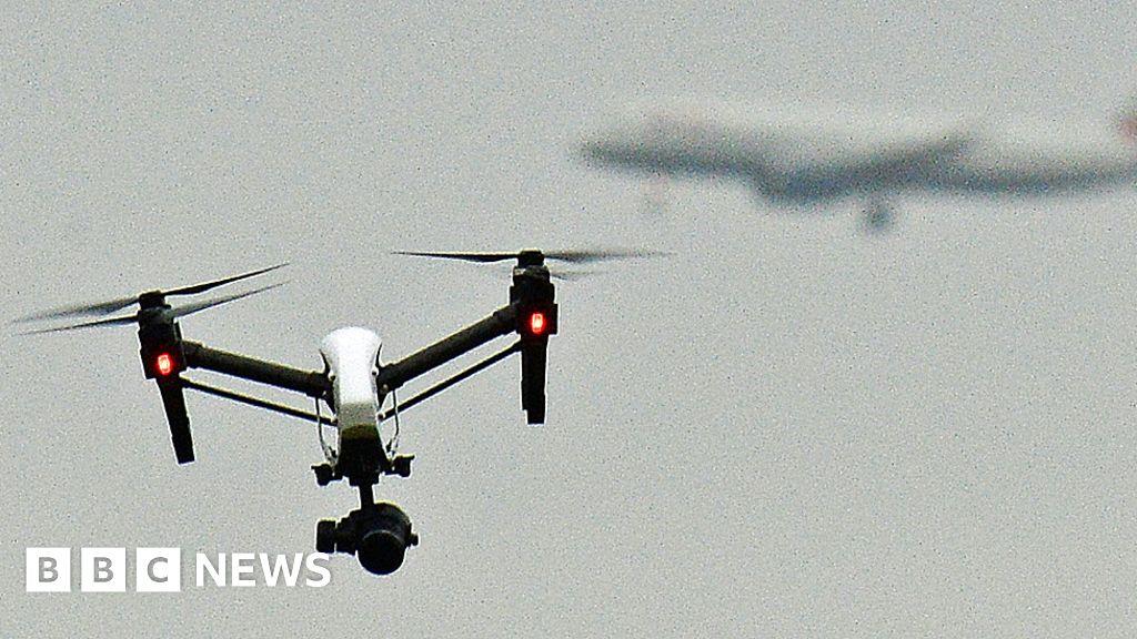Máy bay chở khách đã đến gần vụ va chạm không người lái trên Biên giới Scotland