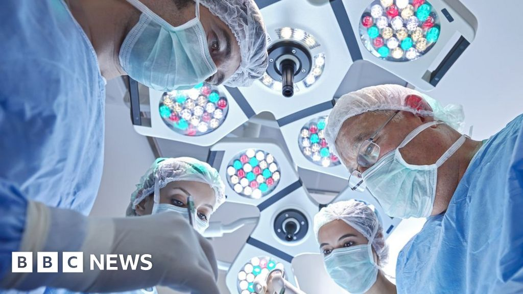 Why Quebec doctors have rejected a pay rise - BBC News