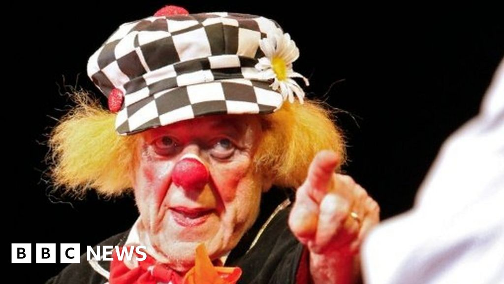 Clown midget in home can not