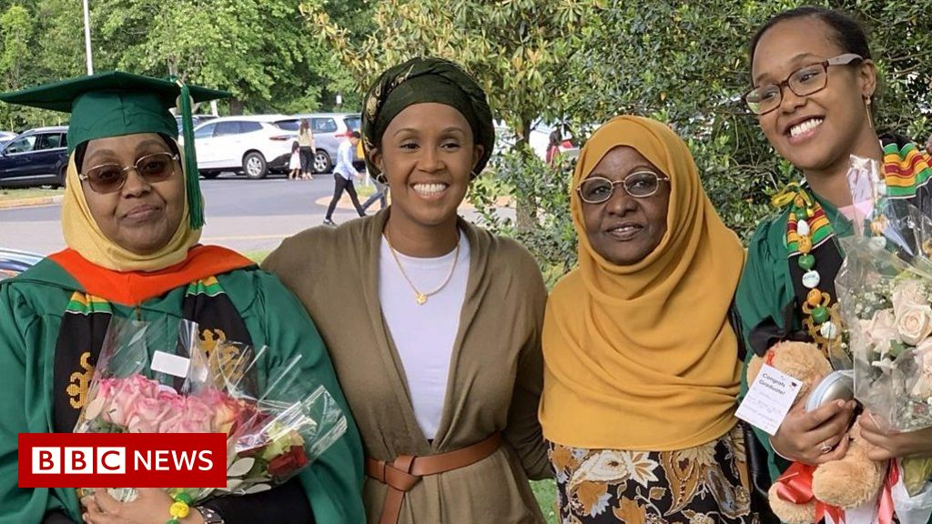 Mother and daughter graduate from US university on same day