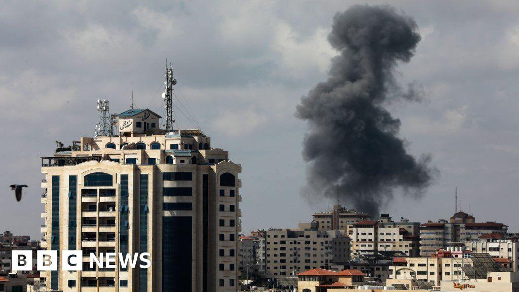 Israel-Gaza: Fear of war as violence escalates