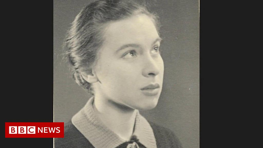 Battle of Britain: The schoolgirl who helped design Spitfire thumbnail