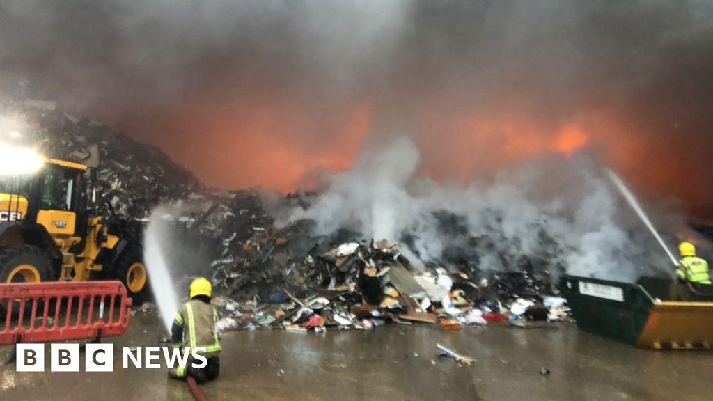 Romsey industrial estate blaze involving 35,000 tonnes of waste