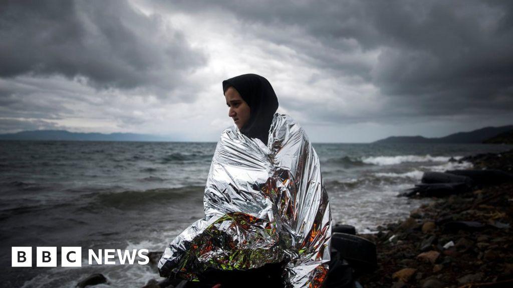 Migrant crisis: Balkan states threaten border closures