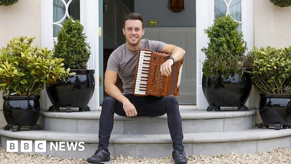 Nathan Carter apologises for Covid breaches at Lisbellaw party