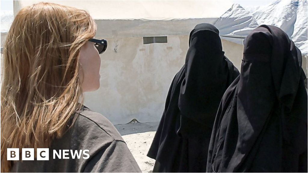 Stacey Dooley Panorama: BBC sorry for  IS salute  line