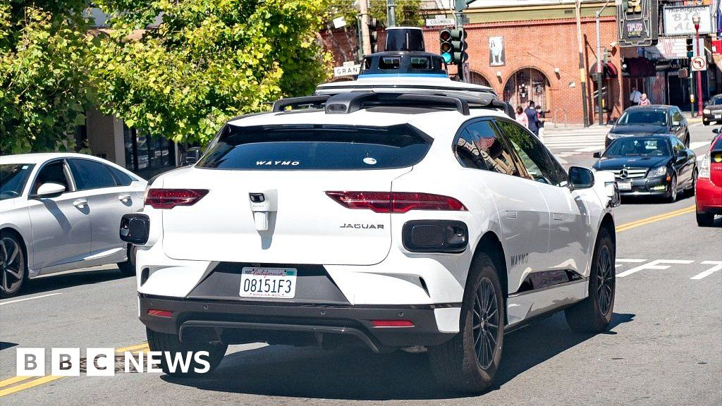 Self-driving Waymo cars clog up dead-end San Francisco street