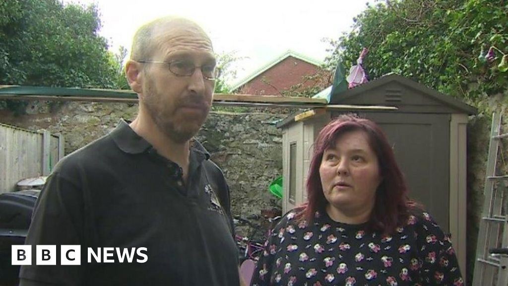 Rented housing: Evicted family of eight forced into caravan thumbnail