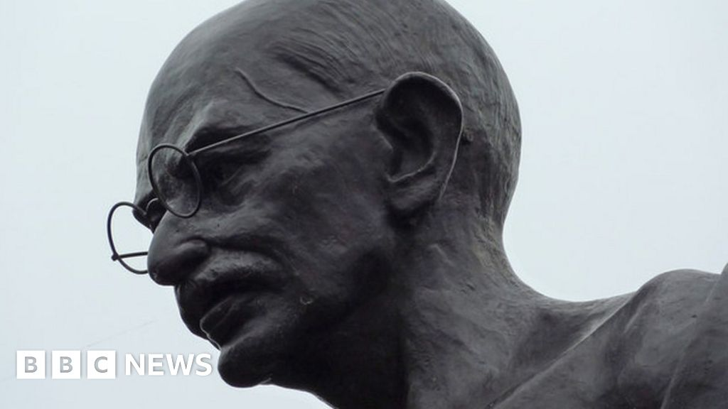 Calls to remove 'racist' Gandhi statue