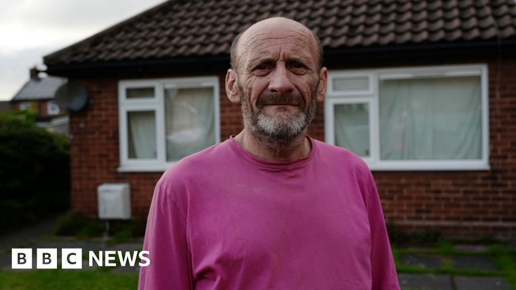 Universal credit claimants  struggling to cope