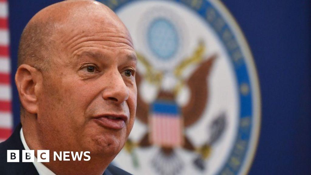 Gordon Sondland: US envoy skips Trump impeachment probe