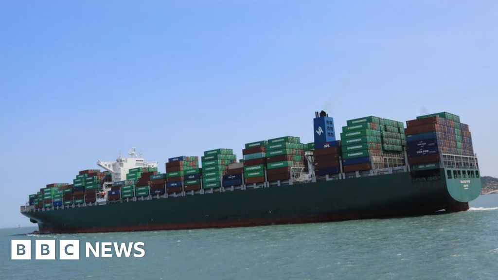 Climate change: Shipping industry calls for new global carbon tax