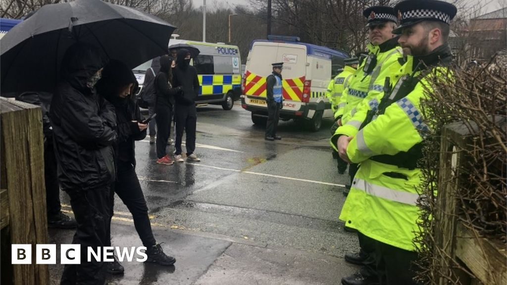 Eleven charged over slaughterhouse protest