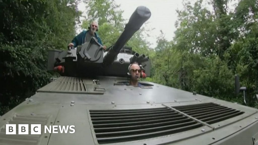 School-run dad picks up sons in restored Scorpion tank - BBC