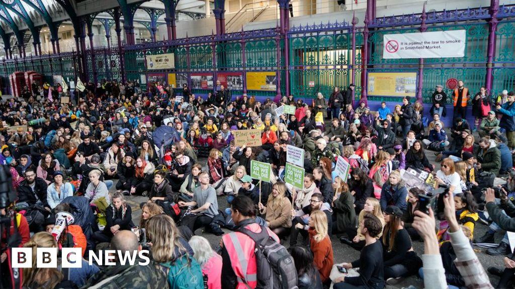 Climate activists blockade Smithfield meat market