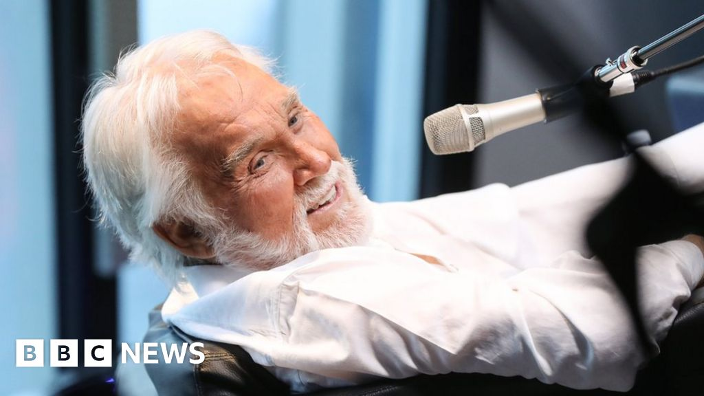 Country star Kenny Rogers dies