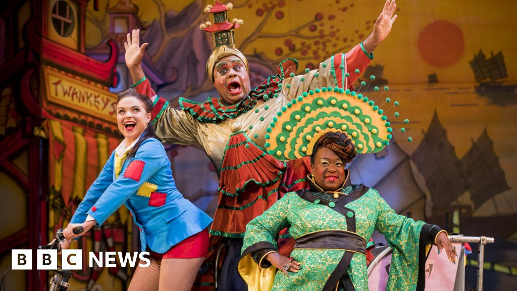 First pantomime cancelled prior to the make-or-break for Christmas-theatre